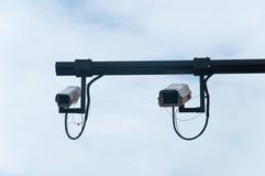 Kameror som kontrollerar biltillträde in i förbjudna områden royaltyfria bilder