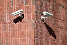 Kamery bezpieczeństwa na ścianie zdjęcie royalty free