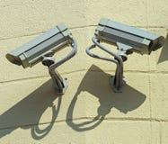 Kamery bezpiecze?stwa na ?cianie fotografia stock