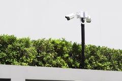 Kamery bezpieczeństwa w plenerowym budynek mieszkalny Zdjęcia Stock