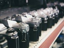 Kamery ciało w rzędu Sklepowego rocznika inkasowym przedmiocie obrazy stock