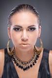 kamery Cleopatra przyglądająca stylowa kobieta Obrazy Stock