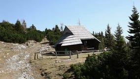 Kamery mknąca chałupa w górach od skilift zdjęcie wideo