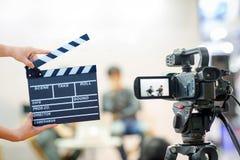 Kamery przedstawienia viewfinder wizerunku chwyta ruch w wywiadu lub transmisi ślubnej ceremonii zdjęcie royalty free