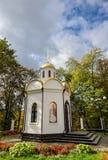 Kamianets-Podilskyi, Ukraine - 20. Oktober 2016: Wenig Kapelle nahe Alexander Nevsky Cathedral, Kamenetz-Podolsk Lizenzfreie Stockfotos