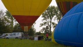 KAMIANETS-PODOLSKYI, UKRAINA, 17 05 2019 Kolorowych gorące powietrze balonów wcześnie rano zbiory
