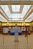 Kamień milowy w lobby urząd pocztowy w Petersburg na S Obraz Royalty Free