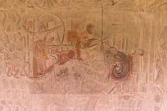 Kamień Rzeźbił przy ścianą Angkor Wat Zdjęcia Stock