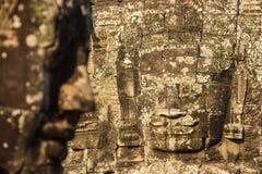 Kamień twarze na górują antyczna Bayon świątynia obrazy royalty free