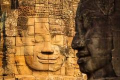 Kamień twarze na górują antyczna Bayon świątynia fotografia royalty free