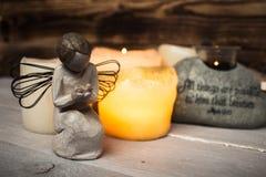 Kamień z święte pisma świeczki aniołem i światłem Zdjęcie Royalty Free