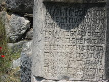 Kamień z starożytny grek inskrypcjami Obraz Stock