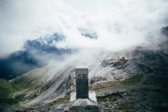 Kamień milowy na górze Passo Di Stelvio, Italy zdjęcie stock