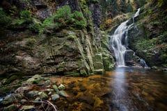 Kamienczyk vattenfall i Polen Fotografering för Bildbyråer