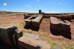 Kamieni bloki Pumapunku Tiwanaku archeologiczny miejsce Boliwia obraz stock