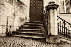 Kamieni kroki drzwi stary dom Obrazy Stock