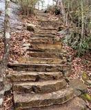 Kamieni kroki przy obwieszenie skały stanu parkiem Obrazy Stock