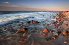 kamienia plażowy piękny zmierzch Zdjęcie Royalty Free