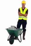 Kamieniarz z wheelbarrow. Zdjęcia Royalty Free