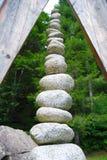 Kamienie brogujący tworzyć wysokiego ostrosłup obrazy stock