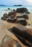 Kamienie i głazy na plaży Obrazy Stock