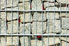 Kamienie i skały w metal klatki zbliżeniu Zdjęcia Royalty Free