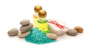 Kamienie morze sól i szampon butelki, Zdjęcia Stock