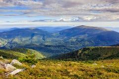 Kamienie na skłonie między dwa górami Obrazy Royalty Free