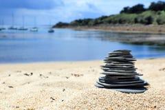 Kamienie, Porthcressa plaża, wyspy Scilly, Anglia Obrazy Royalty Free