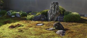 Kamienie w japońskim zen ogródzie zdjęcia royalty free