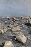 Kamienie w jeziornej hula północy Izrael Fotografia Royalty Free