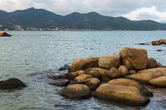 Kamienie w morzu na wieczór czasie Fotografia Stock