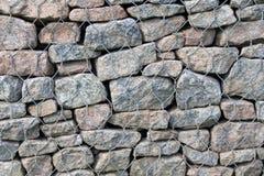 Kamienie w stalowym siatki klatki tle, tekstura, abstrakt Zdjęcie Royalty Free
