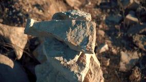 Kamienie wypiÄ™trzajÄ…cy blisko drogi zdjęcie wideo