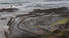 Kamieniste krzywy na Plażowym Algarve, Portugalia zbiory