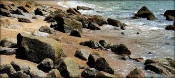 Kamienisty plaża krajobraz Fotografia Royalty Free