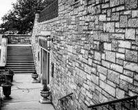 Kamienna ściana i schody - Piekarnianego pomnika Zlany kościół metodystów fotografia royalty free