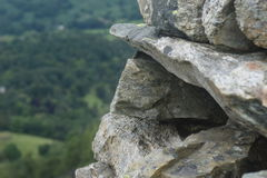 Kamienna ściana nad patrzeć dolinę Zdjęcie Stock