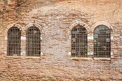 Kamienna ściana z okno Obrazy Stock