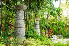 Kamienna dekoracja na terytorium tropikalny hotel Fotografia Royalty Free