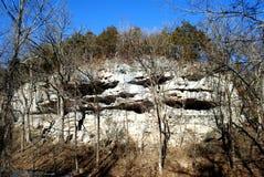 Kamienna faleza w Jaskrawym zimy popołudnia świetle słonecznym Obraz Stock