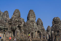 Kamienna głowa dalej góruje Bayon świątynia w Angkor Thom, Kambodża Obrazy Royalty Free