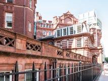 Kamienna i ceglana fasada kolegium, Londyn Obraz Royalty Free