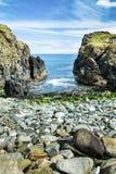 Kamienna plaża w Culdaf Irlandia fotografia stock