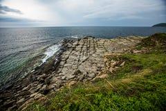 Kamienna plaża Wszystkie kamienie rozkłada w liniach prostych obraz stock