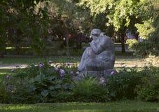 Kamienna rzeźba w Pogodnym ogródzie obrazy stock