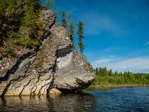 Kamienna skała przy unya rzeką Zdjęcie Royalty Free