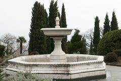Kamienna stara fontanna bez wody Zdjęcie Royalty Free
