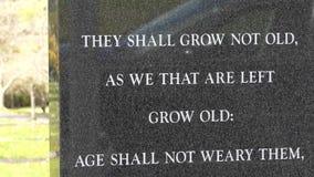 Kamienna trybuna dla żołnierzy które umierali w wojnie światowa 2 zdjęcie wideo