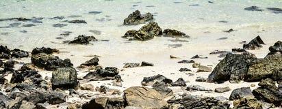 Kamienna woda i beautyful piasek Zdjęcie Stock